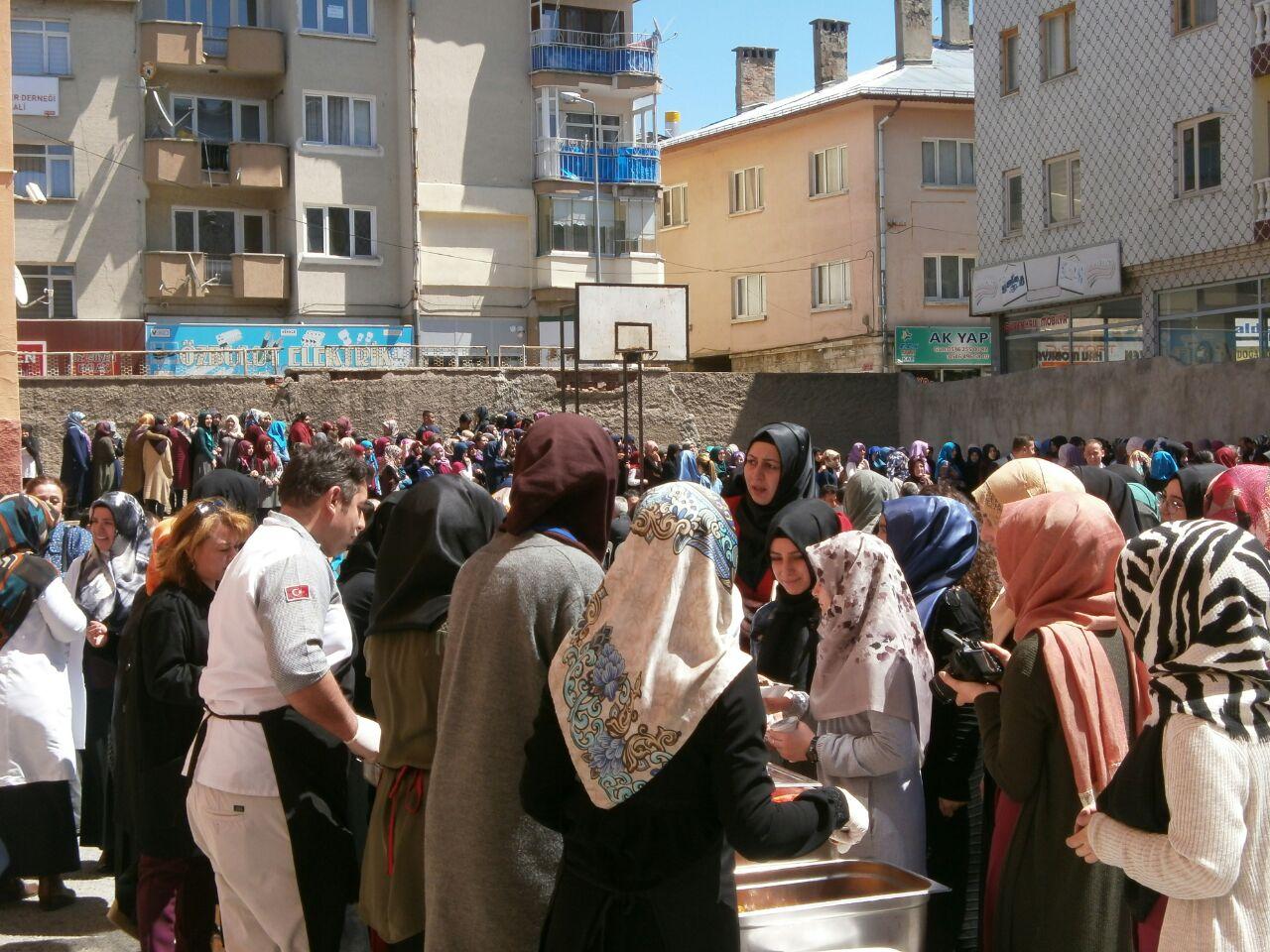 İstanbul Genç İmam Hatipliler'de Halep İçin Yardım Kermesi